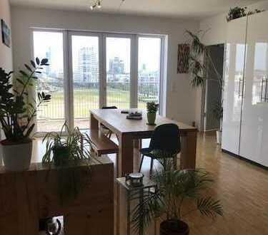 Helle und moderne 3-Zimmer-Penthouse-Wohnung mit Balkon (Okt - Jan)