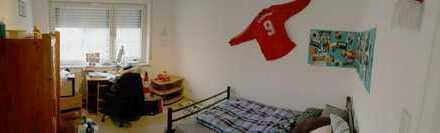 14 m² großes Zimmer, in COOLER WG, sucht neuen Besitzer/in!