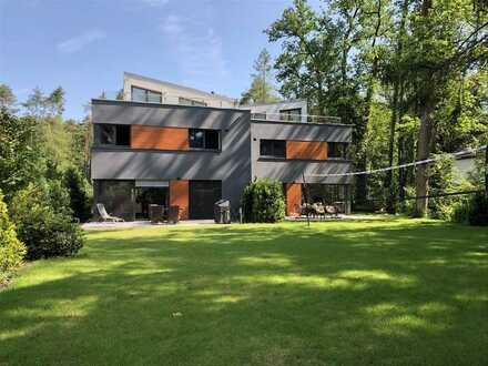 Doppelhaus-Villa in Exklusiver Parkanlage