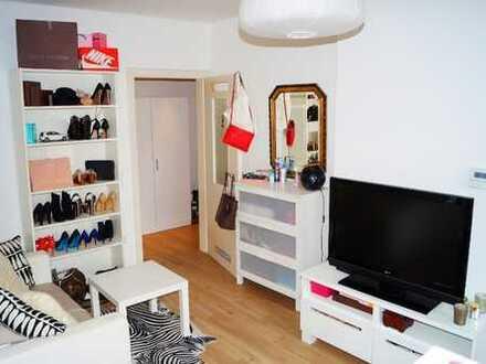 ***KREUZVIERTEL-Schönes & Helles Apartment mit Einbauküche, Laminat, Fliesen & Wannen