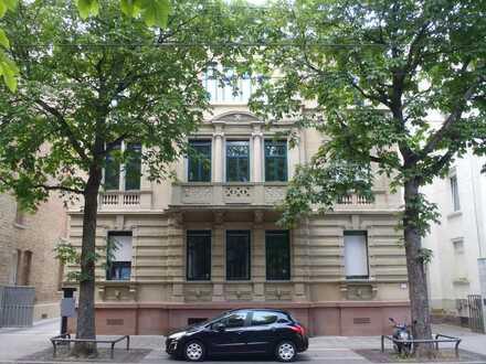 neuwertige 5-Zimmer-Wohnung in Denkmalobjekt mit Balkon und EBK in Stuttgart