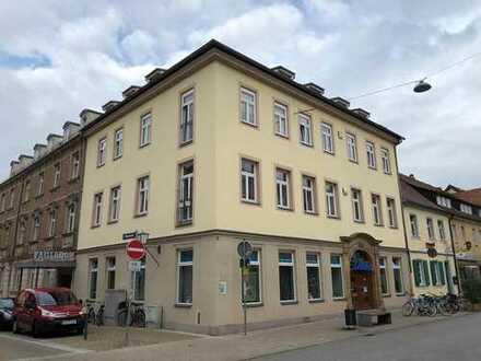 Privat: Exklusive, 2-Zimmer-Wohnung mit Blick auf den Schloßplatz
