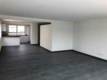 Moderne 2,5 Zimmer Wohnung mit riesigem Balkon