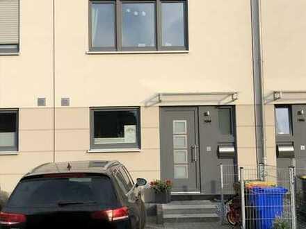 Schönes Haus mit vier Zimmern im beliebten Krefeld-Hüls