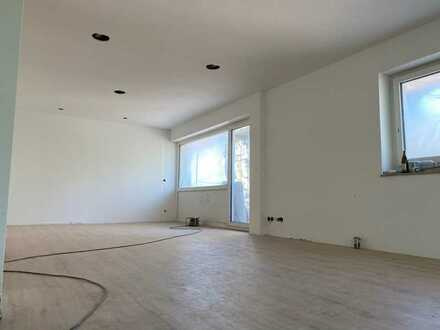 Wohntraum nach Kernsanierung: Exklusive 4-Zimmer-Wohnung mit Küche, Garage und Balkon