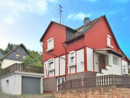 Kompaktes Haus auf großem Grundstück
