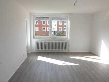 **Ihre Suche hat ein Ende ! Top sanierte 3 - Zimmerwohnung im EG mit Balkon ! **