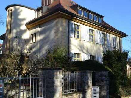 Wohnen im Denkmal: Schicke Dachgeschosswohnung im Weimarer Süden