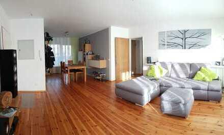 Ruhige 3 Zimmer Wohnung mit Garten und Stellplatz