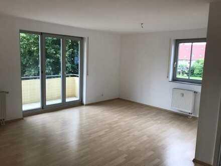 Schöne Wohnung im 1 Obergeschoss in ruhiger Lage mit Balkon, Fahrstuhl und TG-Stellplatz!