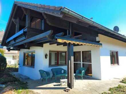 Vollständig renoviertes Einfamilienhaus mit vier Zimmern und Einbauküche in Waal, Waal
