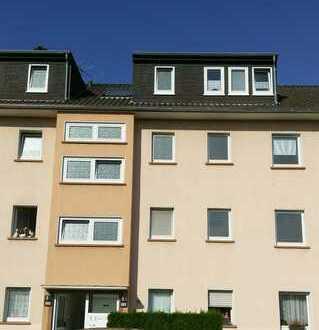 Schöne sonnenhelle Dachgeschosswohnung in Rheinnähe