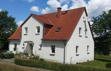 Mehrgenerationen oder großes Einfamilienhaus mit 4 Garagen