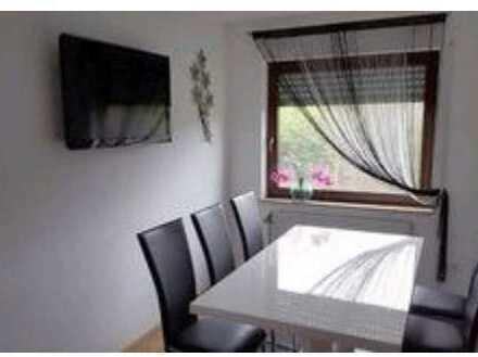 Gepflegte DG-Wohnung mit drei Zimmern sowie Balkon und Einbauküche in Edelfingen