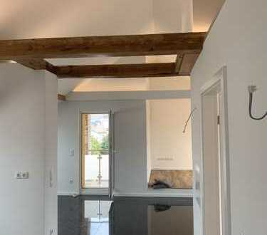 Erstbezug: hochwertig ausgestattete und helle DG-Wohnung mit 2 Balkonen