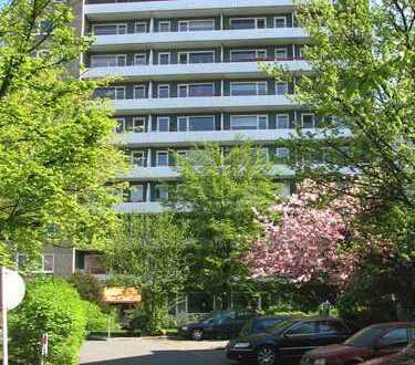 Modernisierte, zentral gelegene 1 Zimmer Wohnung mit traumhaftem Blick!