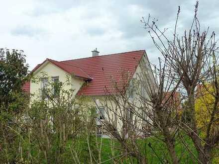 Für 2 Jahre fix ab 01.01.2020: Freistehd. EFH (6Zi.) mit gr. SW-Terrasse, eig. Garten und Kachelofen