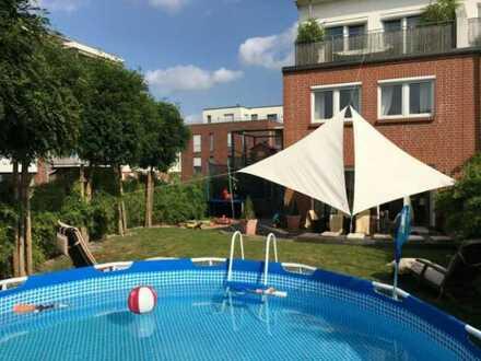 Frei ab 01.08.2020 Reihenendhaus mit fünf Zimmern und Einbauküche in St. Jürgen, Lübeck
