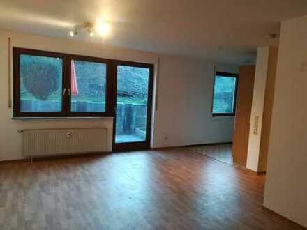 Schöne 1-Zimmer-Hochparterre-Wohnung mit Balkon und EBK in Rohrdorf