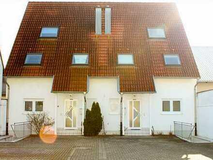 DHH mit 3 Etagen, Spitzbogenstudio, Keller, Terasse, Garten & Stellplatz