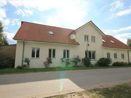Zwei Häuser in einem   grundsaniertes Zweifamilienhaus mit viel Nebengelass in Spreenhagen!