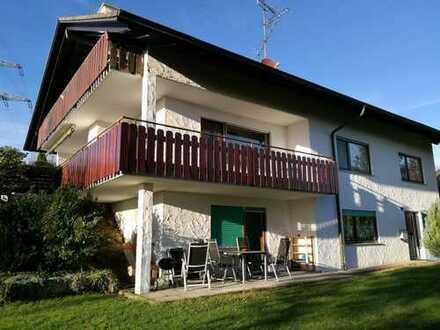 Attraktives Einfamilienhaus mit besonderem Flair, inklusive ELW in wunderbarer Aussichtslage!