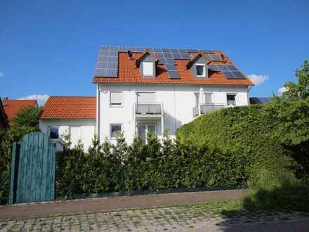 Helle 5-Zimmer-Maisonettewohnung mit 2 Badezimmern in Beratzhausen! Frei ab Oktober!