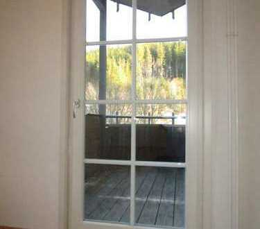 3-Zimmer-Wohnung mit Balkon, Einbauküche + überdachter PKW-Stellplatz