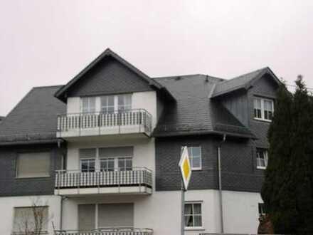 Schöne Dachgeschoß-Wohnung mit großem Eß-Wohnbereich, hell, mit Balkon in gepflegtem MFH