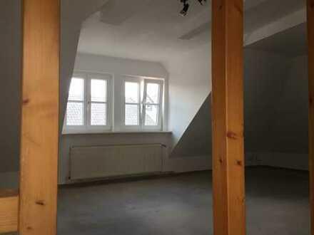 Günstige, gepflegte 2-Zimmer-DG-Wohnung mit EBK in Goslar