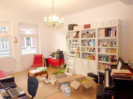 Schöne geräumige 3-Zimmer-Altbauwohnung mit Balkon in Aachen im Frankenberger Viertel