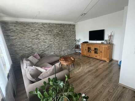 Schicke und moderne 3,5-Zimmer Wohnung mit Garten
