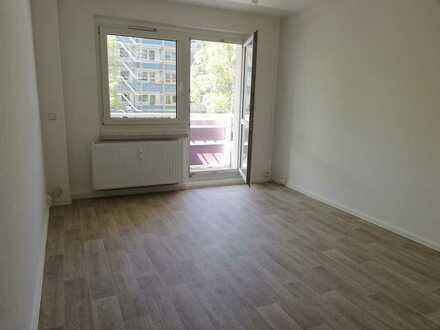 NEU sanierte 2-Raum-Wohnung mit Balkon