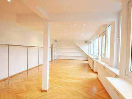 Helle Büroflächen mit Rheinblick