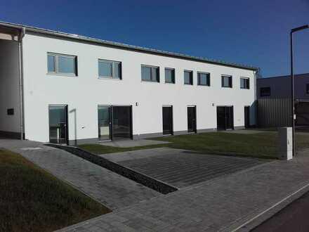 Erstbezug - Neubau: schöne 4-Zimmer-Doppelhaushälfte mit EBK in Ursensollen