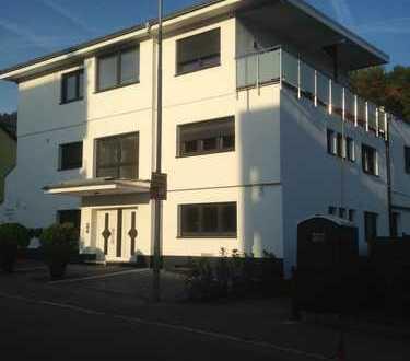 Neuwertige 2-Raum-Penthouse-Wohnung mit Einbauküche in Eberbach