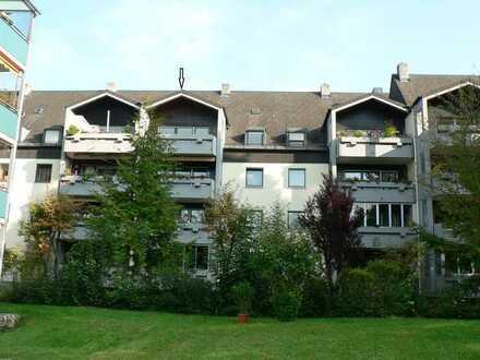 3-Zimmer-DG-Wohnung mit Balkon und Einbauküche in Augsburg