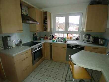 Gepflegte 2,5-Zimmer-Hochparterre-Wohnung mit Balkon und Einbauküche in Waldstetten