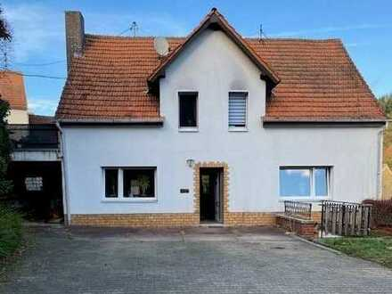 Sanierungsbedürftiges Wohnhaus mit Nebengebäude/Scheune