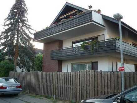 Gepflegte 2,5 Zimmer-Hochparterre-Wohnung mit Balkon in Schriesheim