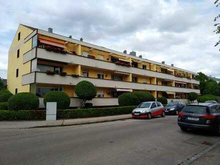 Schöne, renovierte 3-Zimmer-Wohnung mit Balkon und Einbauküche in Augsburg - Göggingen