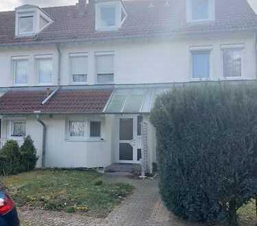 Tolles Haus mit 3 Etagen mit4 Schlafzimmern, Hobbyraum, Garten, TG Stellplatz