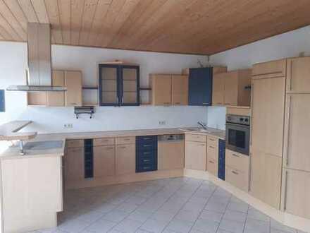 geräumige 2-Zimmer-Wohnung mit Einbauküche in Plauen