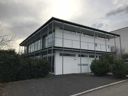 Representatives und Modernes Wohn- und Bürohaus mit großem Garten und besonderer Architektur