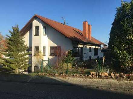 Einfamilienhaus mit Einliegerwohnung und Dachgeschosswohnung