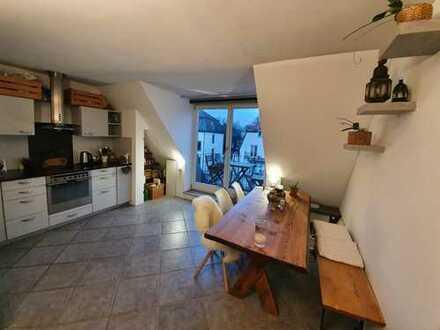2-Zimmer-DG-Wohnung mit 2 Balkonen und EBK im Villenviertel Gern zur Zwischenmiete