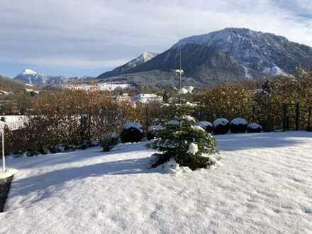 Traumhaftes gepfl. Haus mit Hanglage, unverb. Bergblick und pflegeleichten sonnigen Garten. TOP Lage