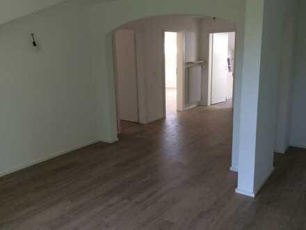 Neuwertige 3,5-Zimmer-DG-Wohnung mit Balkon in Buchenberg