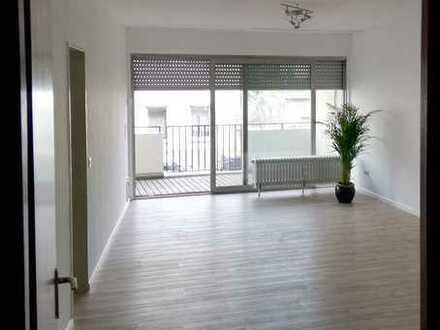 Möblierte 2-Zimmer Wohnung mit Balkon (Nähe UN-Campus, WCCB, Post Tower, Universität). Von privat.