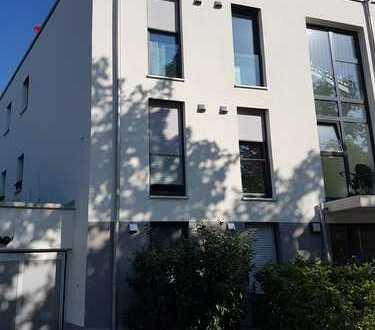 Neubau 3-Zimmer-Wohnung mit Terrasse und Einbauküche in Solln, München